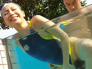 横山美雪 騎乗位 競泳水着 完全着衣